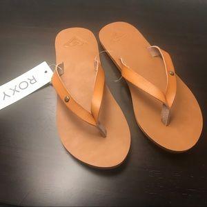 WOMEN Roxy Faux Leather Tan Flip flop Sandals NEW